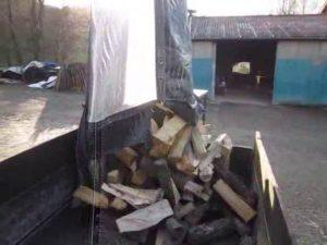 Démonstration d'utilisation d'un Big Bag bois de chauffage vidangeable